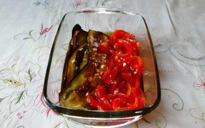 Aubergines et poivrons sous huile